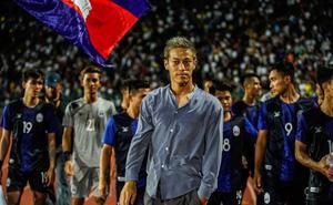 Chê bai thẳng thừng, HLV tuyển Campuchia khiến làng bóng đá Trung Quốc nổi giận