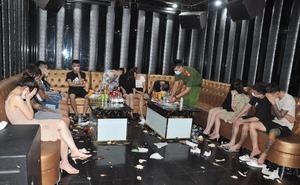 Khởi tố chủ và quản lý quán karaoke cho gần 50 khách mở tiệc ma túy