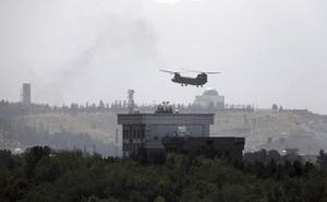 Video: Siêu trực thăng Mỹ gấp rút sơ tán nhân viên khỏi Đại sứ quán ở Afghanistan