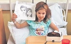 Mắc bệnh hiếm gặp, bé gái 7 tuổi có siêu năng lực: Không buồn ngủ, không đói, không thấy đau