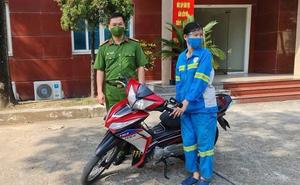 Nữ lao công bị cướp xe máy ở Hà Nội được công an tặng chiếc xe khác