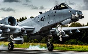 Cường kích A-10 lần đầu diễn tập cất, hạ cánh trên đường cao tốc Mỹ