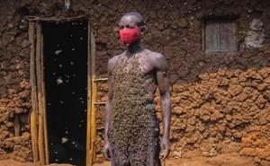 Người đàn ông tự xưng là Vua ong: điều khiển được ong như Tiểu long nữ, cả đời chưa bao giờ bị ong đốt