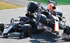 Tai nạn kinh hoàng: Hai tay đua cạnh tranh chức vô địch F1 húc nhau dữ dội, suýt gây ra thảm kịch