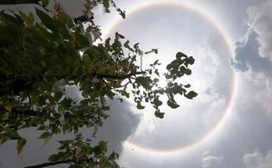 """Kỳ thú """"quầng mặt trời"""": Hiện tượng thiên nhiên đẹp như truyện thần tiên, may mắn lắm mới được chứng kiến, từng xuất hiện ở Việt Nam"""
