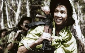 Giải mã lý do AK-47 thành vũ khí huyền thoại tại Việt Nam: Cơn ác mộng của lính Mỹ