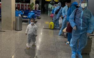 Phát hiện F0 trên chuyến bay chở trẻ em, bà bầu, người già... từ vùng dịch về Bắc Giang