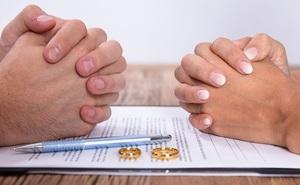 Lạ lùng cặp đôi đòi ly hôn sau khi cầm tờ đăng ký kết hôn được 1 tiếng đồng hồ