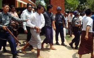 Myanmar: Châm lửa đốt phụ nữ, bùng nổ bạo động