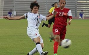 Tăng đầu tư cho bóng đá nữ: Hãy vừa phải!