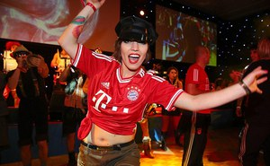 """Bữa tiệc thác loạn của """"sao"""" Bayern"""