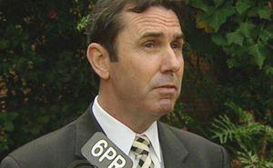 Bộ trưởng Úc 'muối mặt' vì 'like' ảnh thiếu niên trên Facebook
