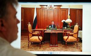 Ảnh chụp trong văn phòng Tổng thống Putin gây 'bão' ở Nga