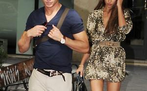 Nghi vấn bạn gái Ronaldo ngoại tình với nhà vô địch Moto GP