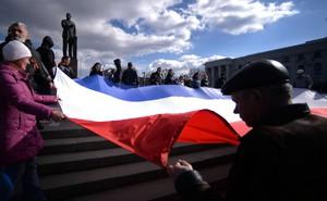 """Lavrov: Không chấp nhận thực tế ở Crimea là """"thủ đoạn bẩn thỉu"""""""