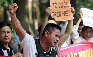 Hình ảnh xúc động nhất trong cuộc tuần hành phản đối Trung Quốc