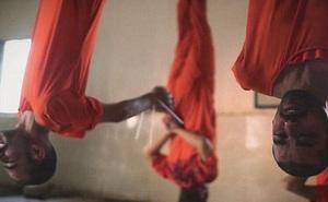 """IS tung video """"giết mổ gián điệp Mỹ"""" ghê rợn"""