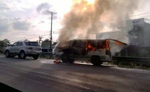 Tông liên hoàn, xe bán tải cháy rụi trên quốc lộ 1A