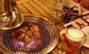 Uống bia cùng thịt nướng: Sướng miệng, khổ dạ dày