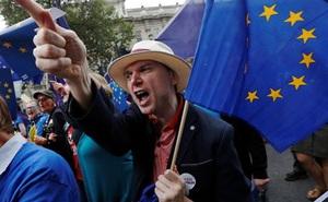 Người Anh xuống đường đòi ngừng Brexit