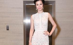 Đông Nhi gợi cảm với váy ren mỏng
