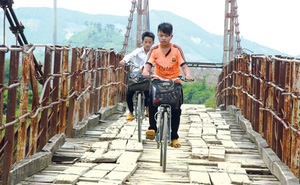Thót tim trên những cây cầu nguy hiểm
