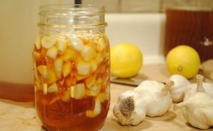 Bài thuốc bổ gan rất đơn giản từ tỏi và mật ong: Nhà nào cũng nên có sẵn