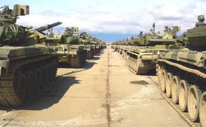 """Đoàn xe tăng T-90S Việt Nam """"rồng rắn"""" từ cảng về đơn vị như thế nào?"""