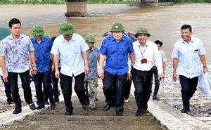 Phó Thủ tướng Trịnh Đình Dũng họp khẩn, thị sát việc xả lũ