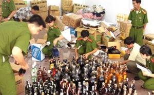 Triệt phá dây chuyền sản xuất rượu giả tại TP Hồ Chí Minh
