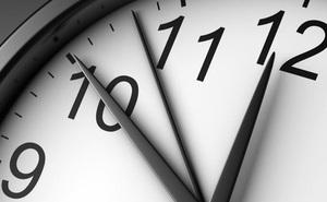 Nhìn đồng hồ bao năm nhưng vì sao kim giờ, kim phút lại chạy theo chiều kim đồng hồ, bạn biết chứ?