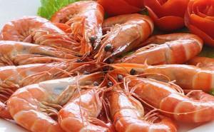 Chuyên gia giải đáp thắc mắc: Có cần kiêng tôm và thịt gà khi bị ho?