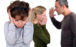 """Chứng kiến bố mẹ cãi nhau, con hành động """"nguy hiểm"""": Phụ huynh nên đọc kẻo hối không kịp"""