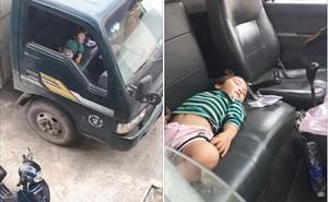 """Hình ảnh bé gái nằm ngủ ngon lành trên xe tải khi đi bốc hàng cùng bố gợi nhớ về """"tuổi thơ dữ dội"""" của nhiều người"""