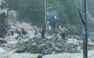 """Bão số 9: """"Dấu hiệu bất thường"""" ở đảo Phú Quý, hàng nghìn người dân Nha Trang rời làng"""