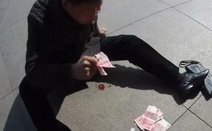 Đột ngột lên cơn đau tim, người đàn ông Trung Quốc được cứu sống nhờ nhanh trí ném tiền ra đất
