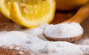 Chỉ với những nguyên liệu có sẵn trong nhà bếp, bạn có thể tạo ra nước làm sạch kính chỉ trong tích tắc