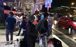 Hàng ngàn người vạ vật bến xe, sân bay lúc 3 giờ sáng