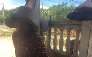 """Mẹ """"bé trai bị chôn sống"""" ở Bình Thuận: Có chôn đâu, chỉ đặt nó xuống và cào đất phủ lên thôi"""