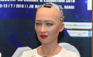 Robot Sophia mặc áo dài, trò chuyện về 4.0 ở Việt Nam