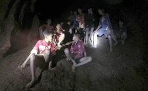 """Vụ đội bóng nhí Thái Lan mất tích: """"Chúng cháu rất đói!"""""""