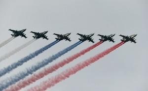 Su-25 Nga bay biểu diễn tưng bừng mừng ... Quốc khánh Mỹ!