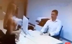 Cô gái cởi hết áo trước mặt nhân viên ngân hàng vì lý do ngớ ngẩn này