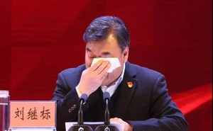 Cuộc họp kỳ lạ ở TQ: Bí thư nghẹn ngào rơi lệ, hơn 1.200 cán bộ nước mắt lưng tròng