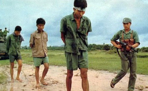 """Chỉ nhanh thêm một chút, lực lượng truy kích của Quân đoàn 3 đã tóm sống được một thủ lĩnh """"Khmer Đỏ"""""""