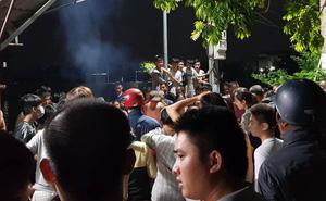 Hà Nội: Người thân gào khóc thảm thiết ở hiện trường 2 bé gái tử vong do lật thuyền đạp vịt