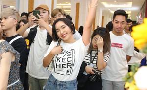 Hot girl Châu Bùi mặc giản dị đi sự kiện