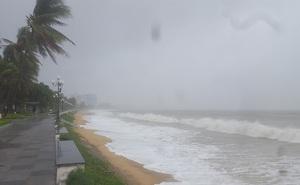 """Sắp xuất hiện áp thấp nhiệt đới """"chồng"""" không khí lạnh rất khó lường"""