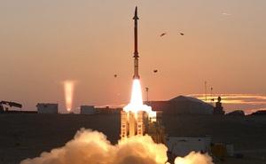 """Nga """"tóm sống"""" tên lửa tối tân của Israel: Công nghệ đỉnh cao từ trên trời rơi xuống!"""