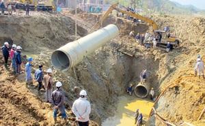 Đường ống nước sạch sông Đà lại gặp sự cố, phải ngừng cấp nước